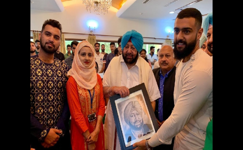 Amarinder Singh with Kashmiri students
